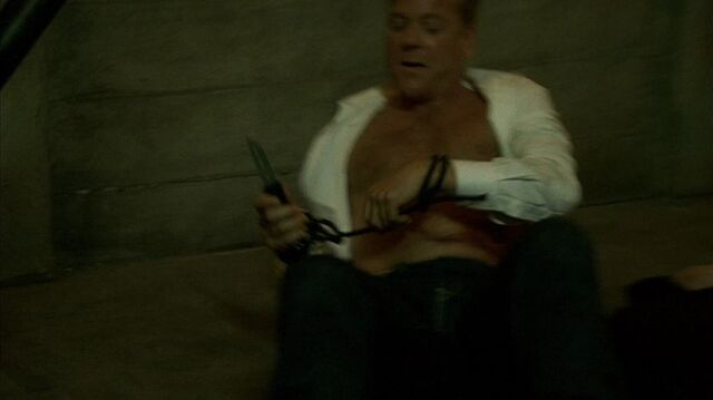 File:8x08 Jack with knife.jpg