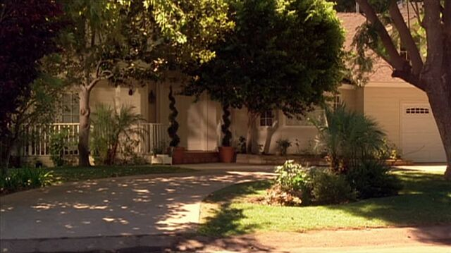 File:4x05 Araz house.jpg