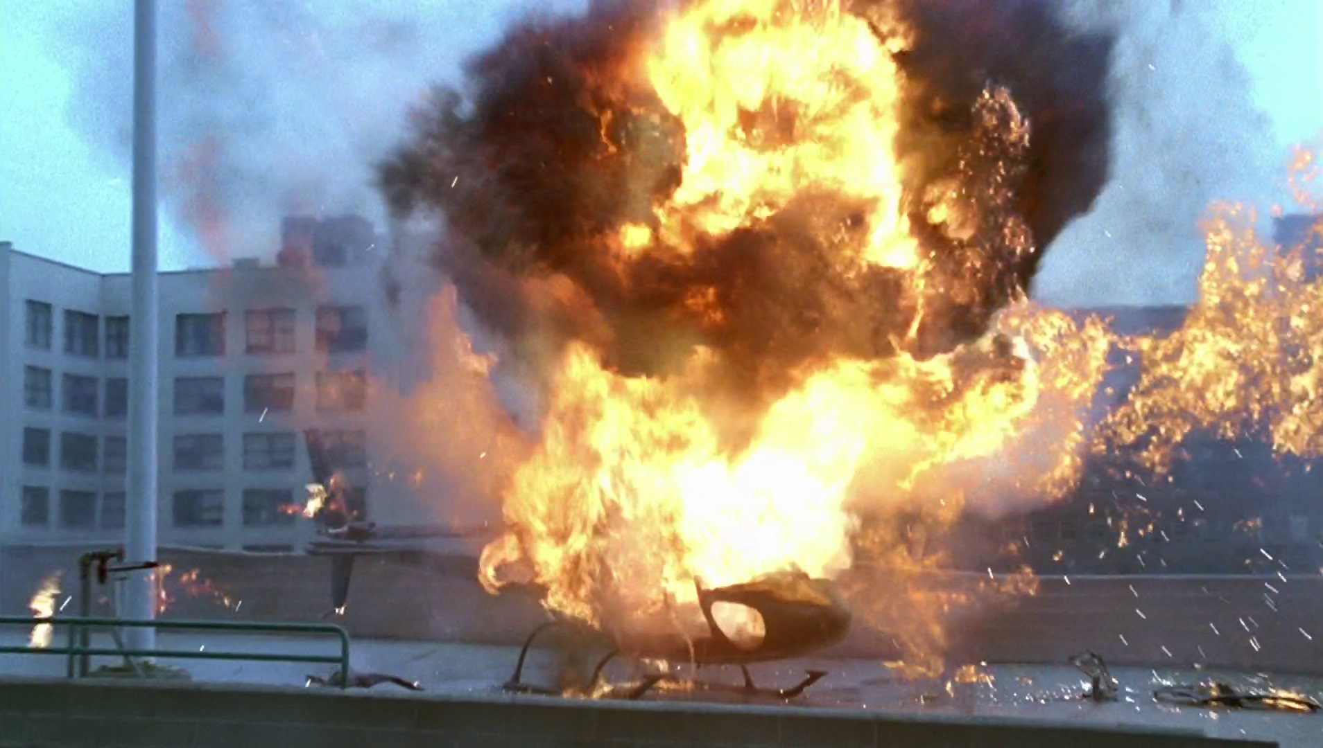 Archivo:8x01 Helicopter Explodes.jpg