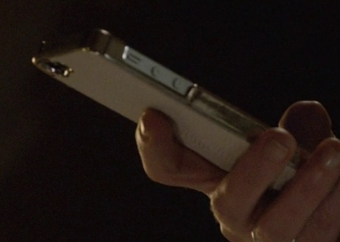 File:9x06 Margot phone.jpg