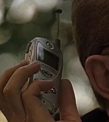 File:1x16 Andre phone.jpg