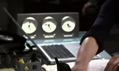 File:1x01 Nina laptop.jpg