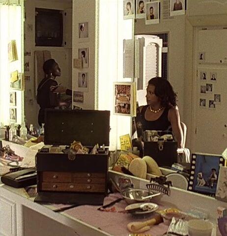 File:1x09 Maureen Kingsley make-up.jpg