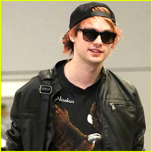 File:Michael-clifford-dyes-hair-orange.jpg