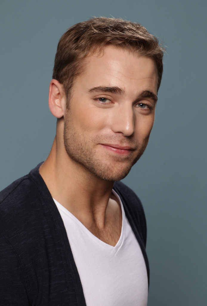 dustin milligan height