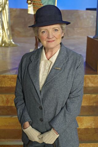 File:Agatha-christies-marple julia-mckenzie 002.jpg