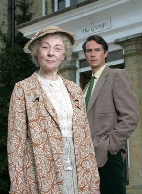 File:Geraldine-mcewan-and-james-darcy-as-miss-marple-and-jerry-burton-c2a9-itv.jpg