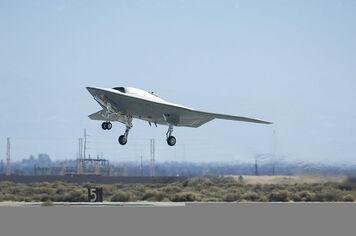 800px-X-47B 110204-F-1162D-119