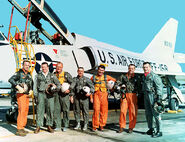 781px-The Mercury Seven in front of a F-106 Delta Dart