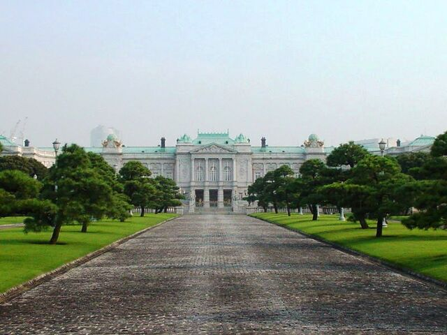 File:State Guest-House Akasaka Palace, Main Entrance-1.JPG