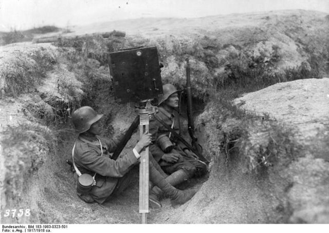 File:Bundesarchiv Bild 183-1983-0323-501, Kriegskinematograph im Schützengraben.jpg