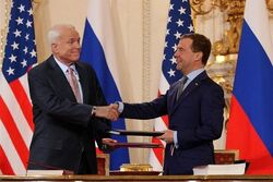 McCain and Medvedev sign Prague Treaty 2010