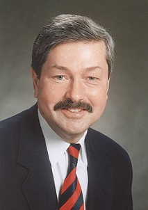 File:Terry-e-branstad-2-sized.jpg