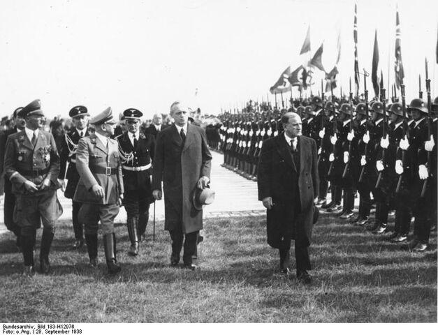 File:Munich Conference 29.9.1938 - Daladier's arrival.jpg