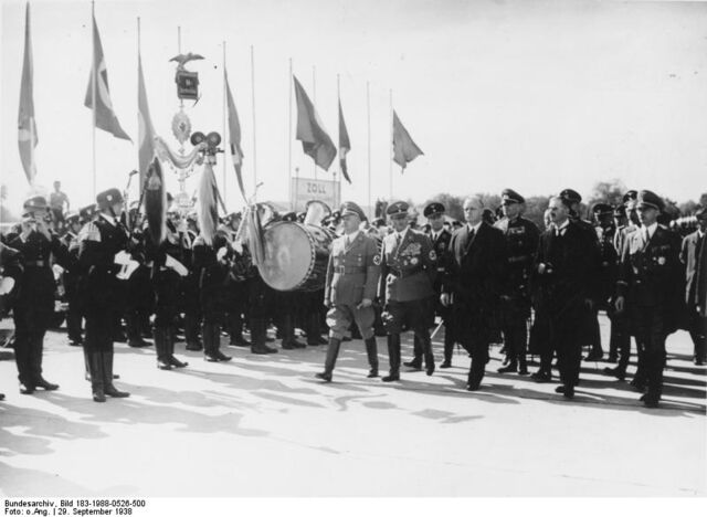 File:Munich Conference 29.9.1938 - Chamberlain's arrival.jpg