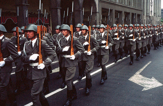 File:German troops in Paris.png