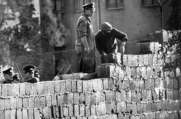 File:Berlin wall.jpg