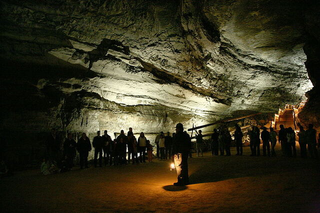 File:800px-Mammoth Cave tour.jpg