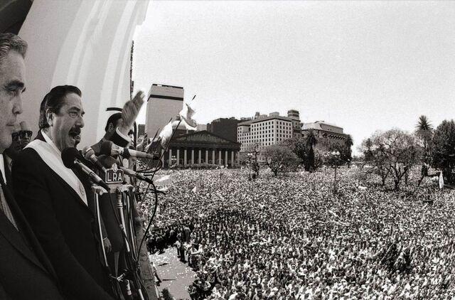 File:Alfonsin en Plaza de Mayo.jpg