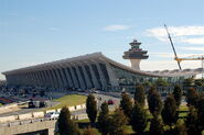 800px-Dulles Airport Terminal