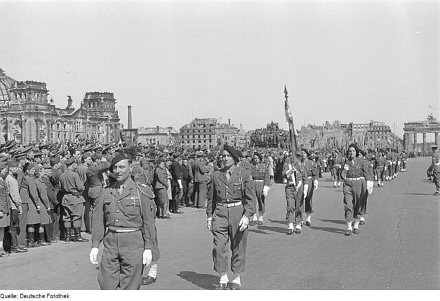 File:French troops in front of the Reichtang 1940.jpg