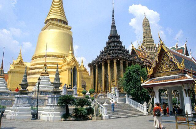 File:BKK Bangkok Wat Phra Kheo 1 2 b.jpg