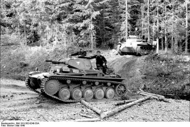 File:Bundesarchiv Bild 101I-382-0248-33A, Im Westen, Panzer II und Panzer I.jpg