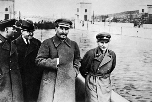 File:Voroshilov, Molotov, Stalin, with Nikolai Yezhov.jpg