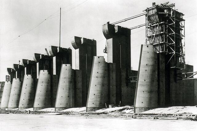 File:Fort Peck Dam (Fort Peck Montana) Spillway 01.jpg
