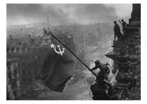 File:Russian Flag Above Paris.jpg