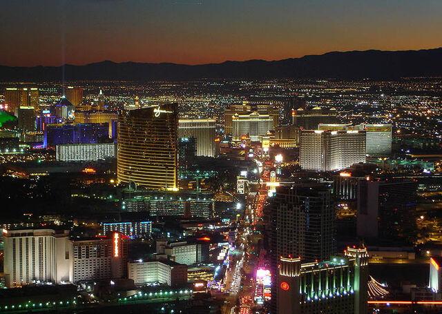 File:UTH Las Vegas Strip (VegWorld).jpg