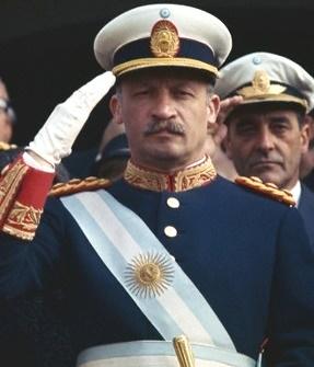 File:Saludo militar de Onganía.jpg