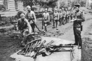 Japanese soldiers surrender in Manchuria