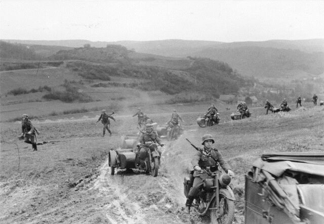 File:German motorised troops advance into Sudetenland (FG).jpg
