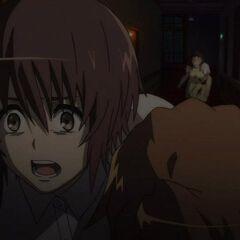Yuuya panics as he tries to drag Naoya to safety.