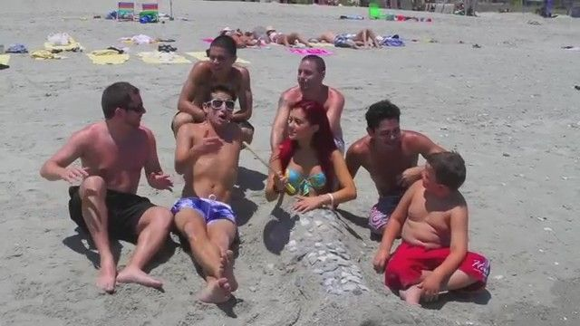 File:Ariana at the beach with some boys.jpg