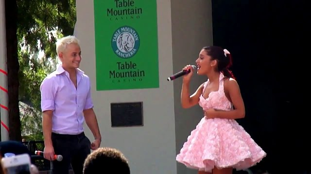 File:Ariana and Frankie singing Suddenly Frankie.jpg