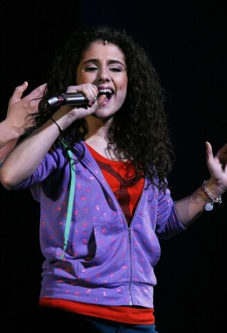 File:Ariana-performing-broadway-13.jpg