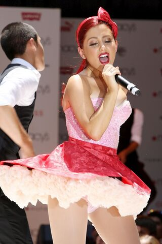 File:Ariana singing and preforming live.jpg