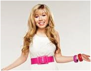 File:Jennette in an iCarly photoshoot.png