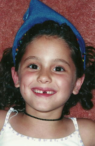 File:Ariana with her front tooth missing.png