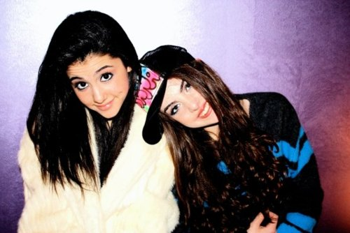 File:LizandAriana old.jpg