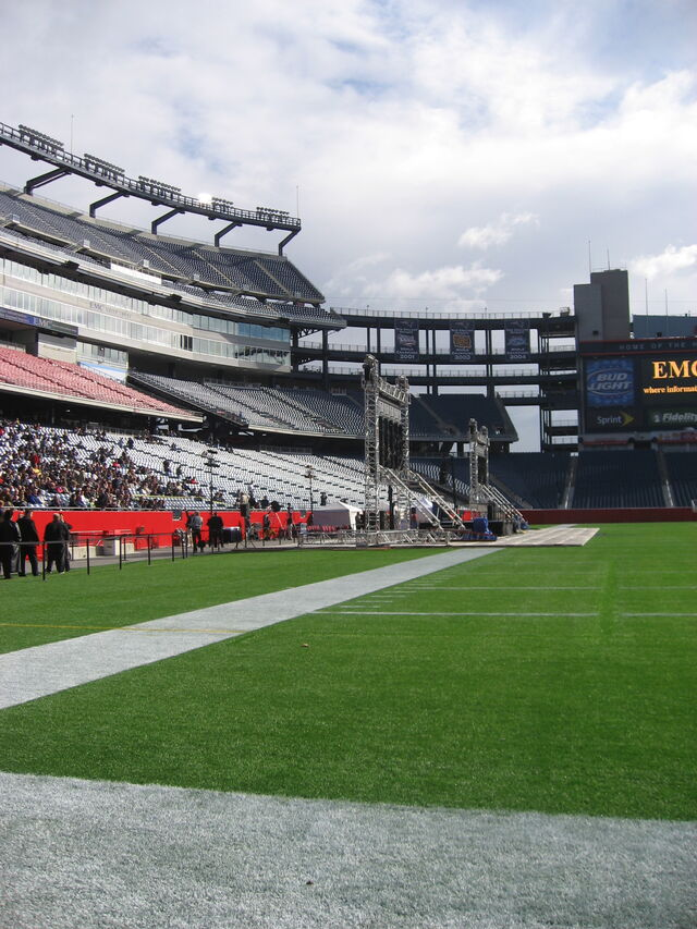 File:Gillette Stadium-1195777259-653.jpg