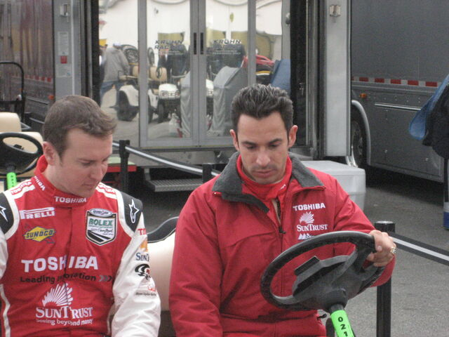 File:Helio Castroneves-1209686481-915.jpg