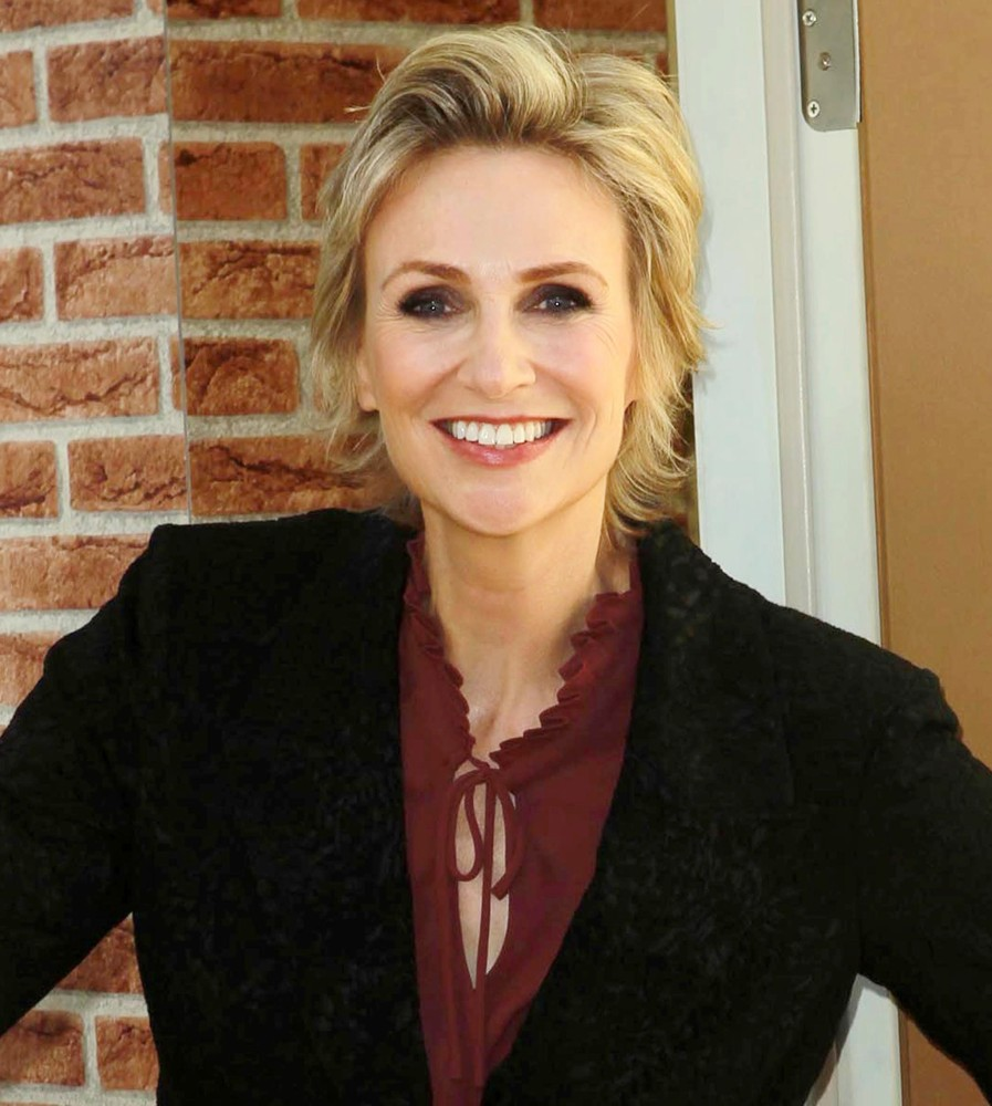 jane lynch height weight