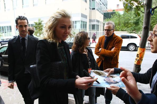 File:2011 New Yorker Festival - Autographs Portia de Rossi.jpg