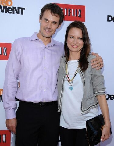 File:2013 Netflix S4 Premiere - Mary and Matthew.jpg