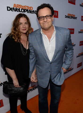 File:2013 Netflix S4 Premiere - Mitch and Mary 1.jpg