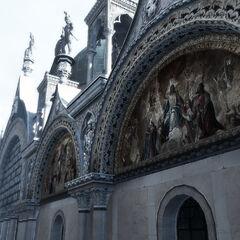 教堂入口处壁画
