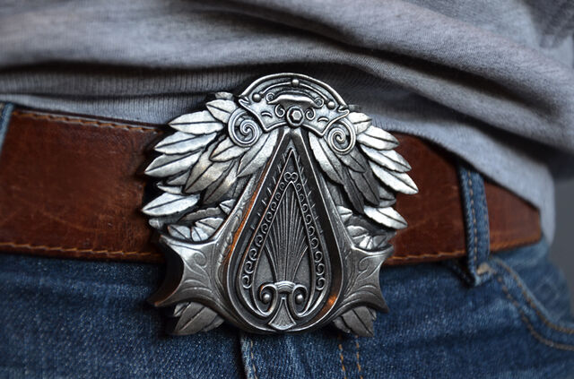 File:Assassins-Creed-belt-buckle-3.jpg